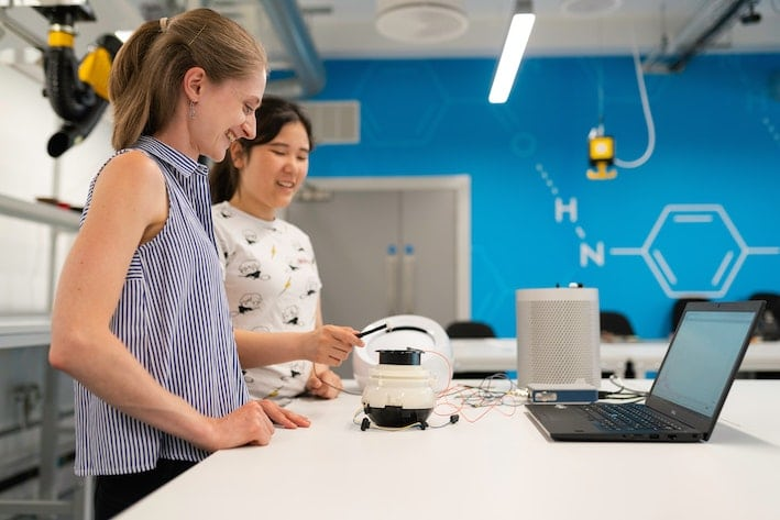 Two women scientists learning in a lab.